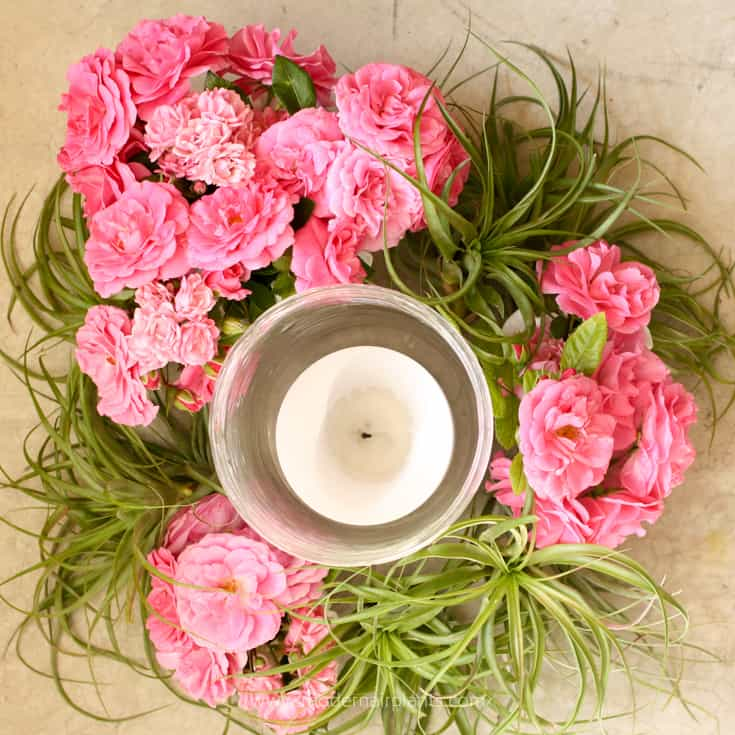 Floribunda roses and air plants for centerpieces