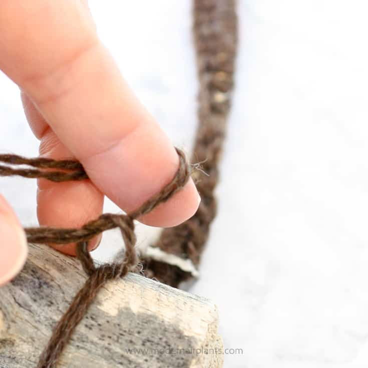square knot to secure yarn - dreamcatcher